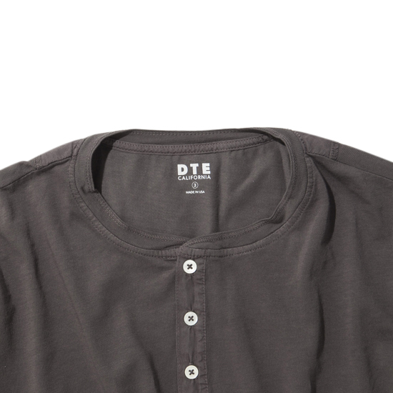 S/S HENLEY NECK/CHARCOAL